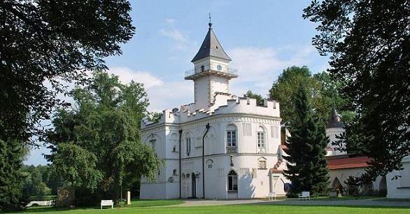 The palace and park in Radziejowice / Pa�ac i park w Radziejowicach